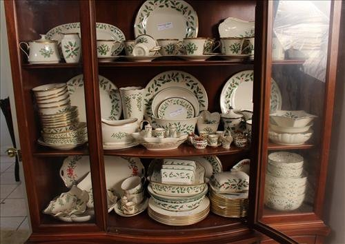 200 pcs of Lenox Holiday Christmas china