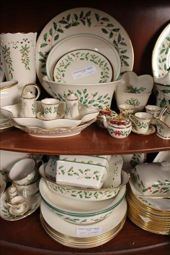 200 pcs of Lenox Holiday Christmas china - 3