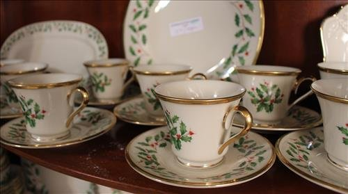 200 pcs of Lenox Holiday Christmas china - 4