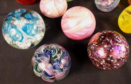 22 piece collection of paperweights - 3