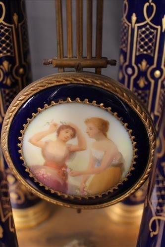 German porcelain and bronze pillow clock - 5