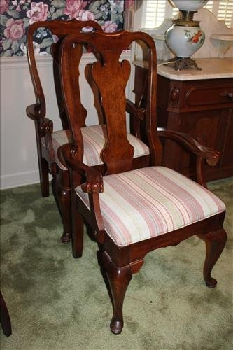 Set of 8 Mahogany Queen Anne dining chairs