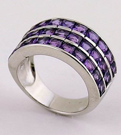 Beautiful Silver Amethyst Ring. (SRI100218)