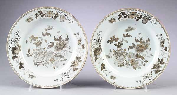 739: Pair of Chinese Export Porcelain Plates