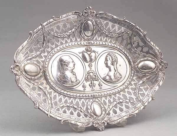 0015: French Silver Medallion Bread Tray