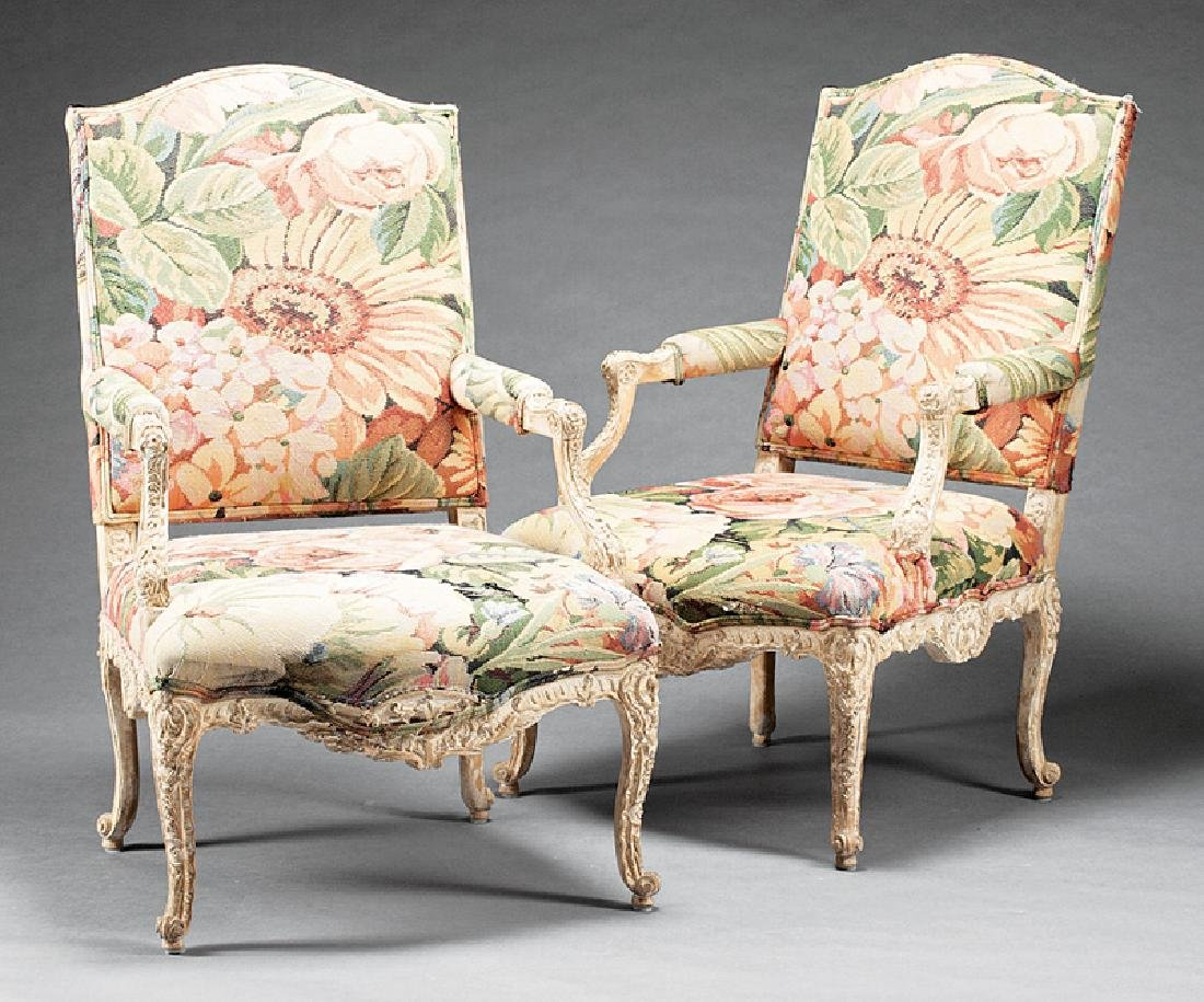 Carved and Creme Peinte Fauteuils à la Reine