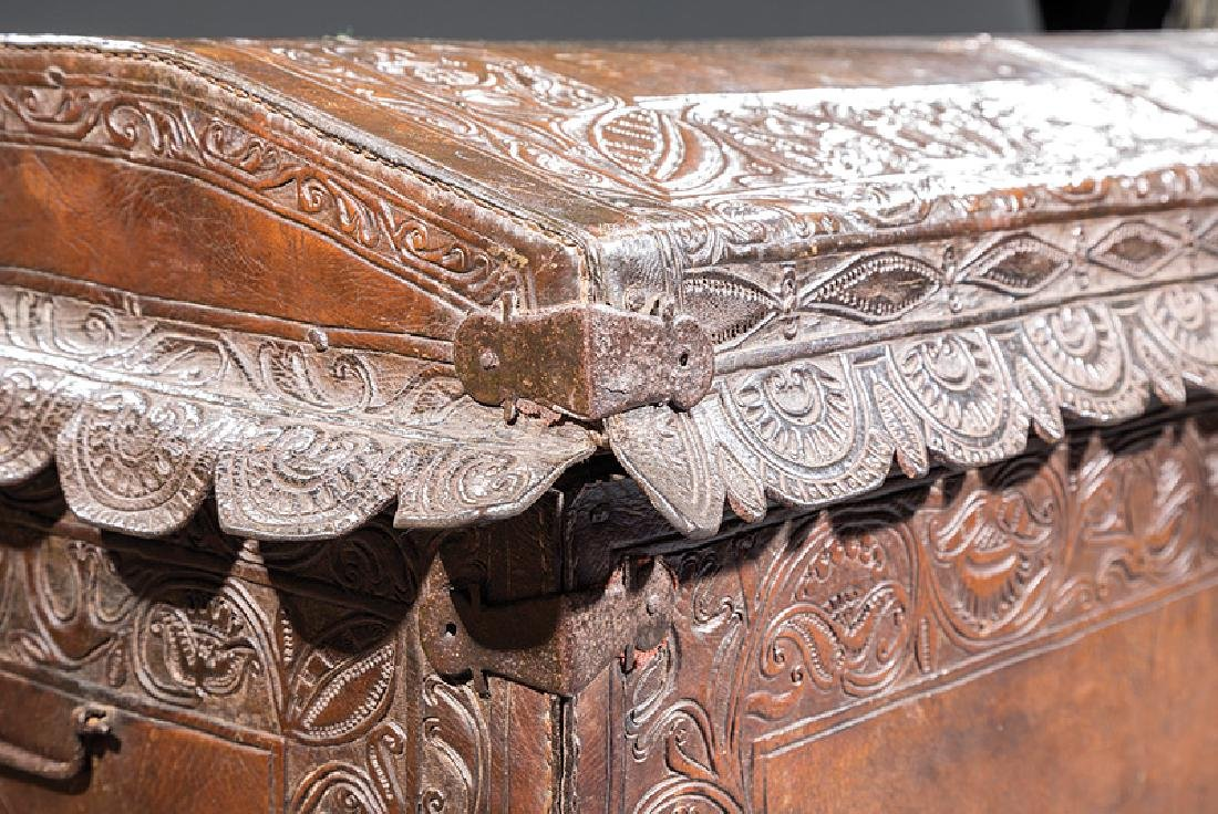 Spanish Colonial Tooled Leather Chest - 2