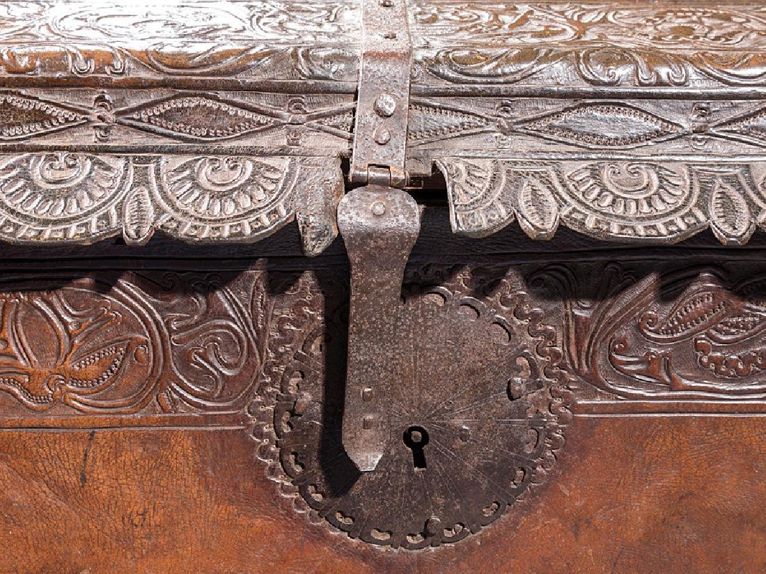 Spanish Colonial Tooled Leather Chest - 3