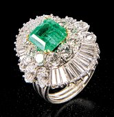 18 kt. White Gold, Emerald and Diamond Cluster Ring