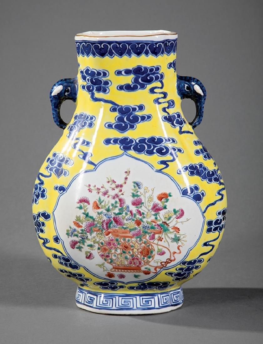 Chinese Famille Rose Decorated Porcelain Vase