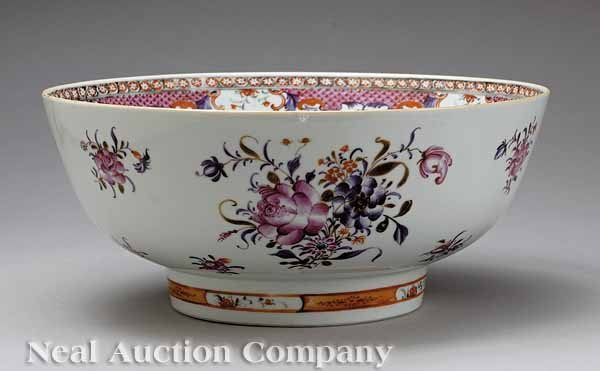 12: Chinese Export Porcelain Bowl