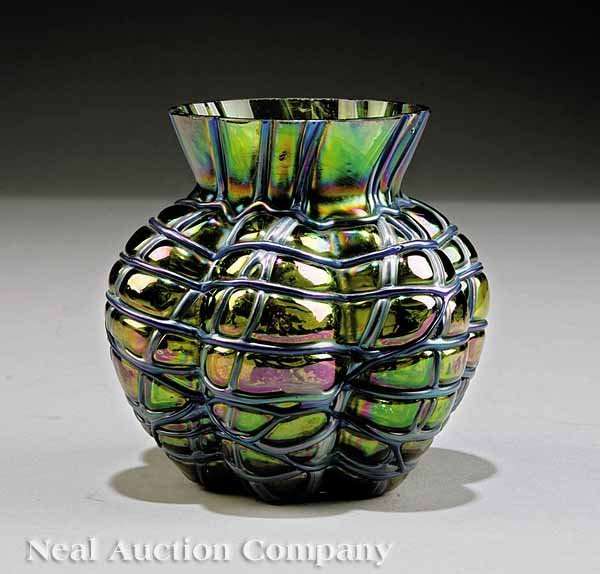 637: American Art Glass Iridescent Vase