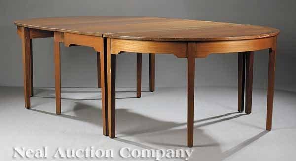 0643: Hepplewhite-Style Mahogany Dining Table