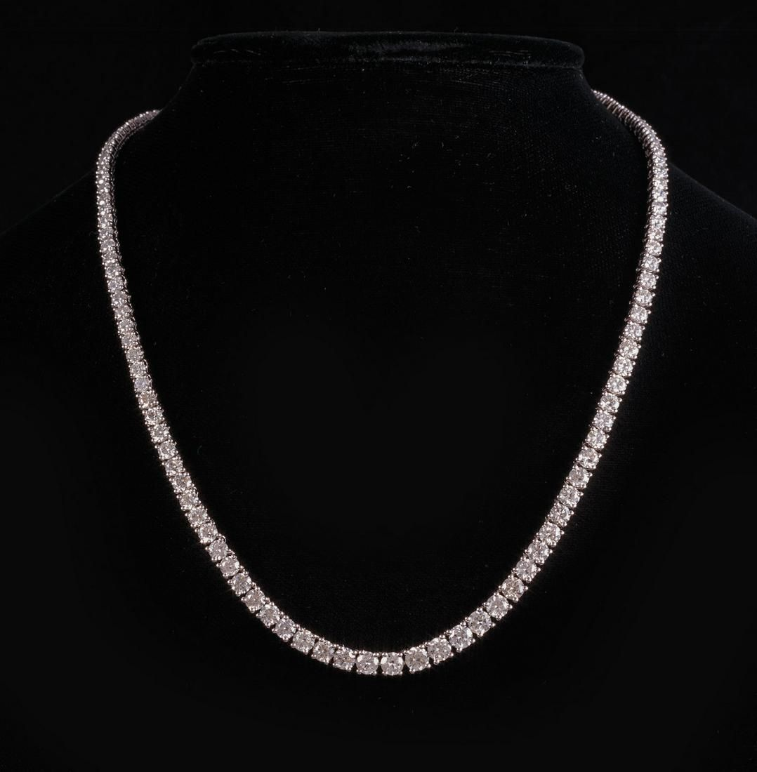 18 kt. White Gold and Diamond Necklace