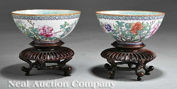 0049: Pair of Chinese Famille Rose Porcelain Bowls