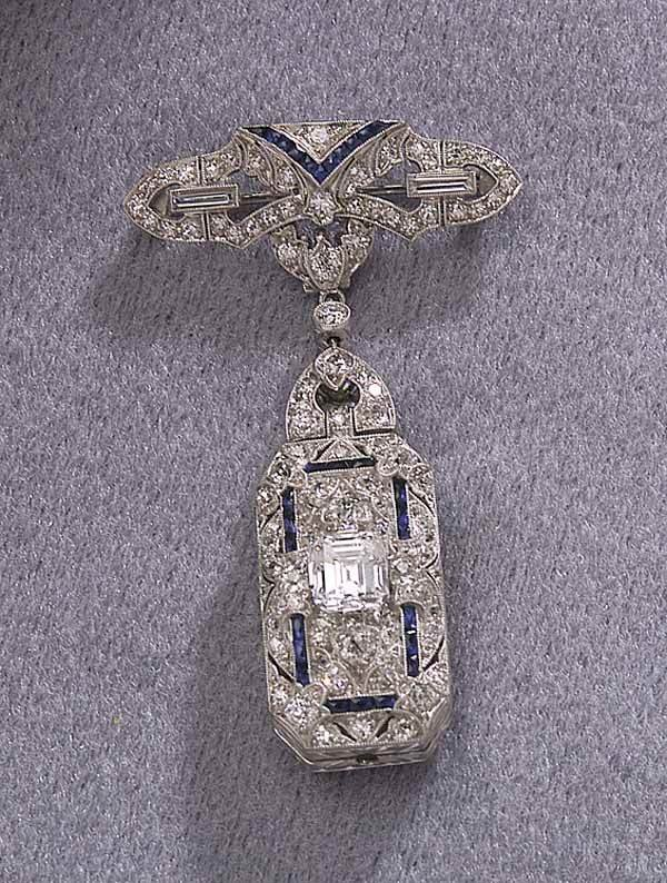 1006: Wh.Gold/Diamond/Sapphire Chatelaine Pin