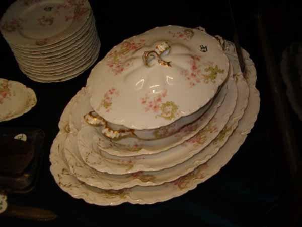 0678: Extensive Haviland Limoges Porcelain Dinner Set