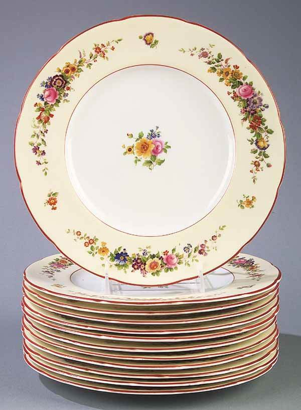 0677: 12 Coalport Floral and Gilt-Decorated Plates