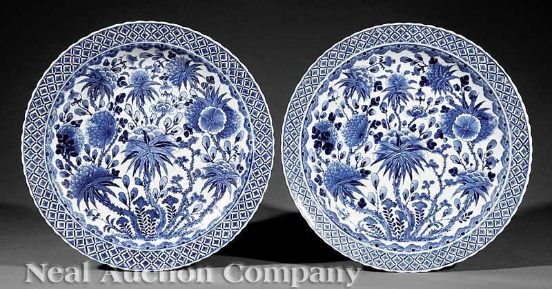 0002: A Pair of Chinese Export Kangxi-Style Blue and Wh