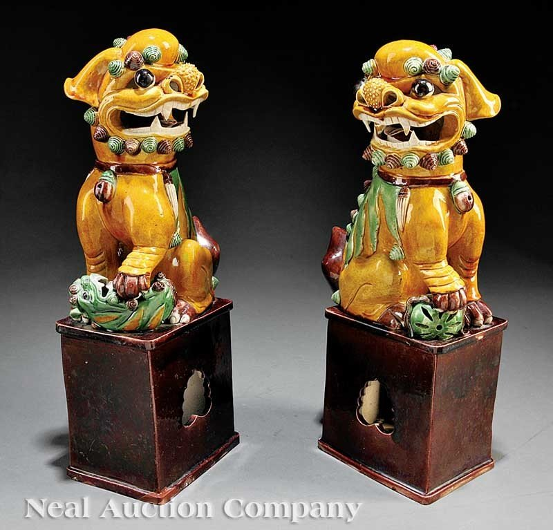 0018: A Pair of Chinese Kangxi-Style Famille Verte Bisc