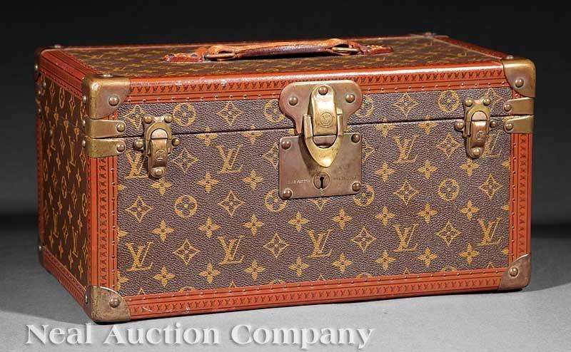 1049: Louis Vuitton Train Case