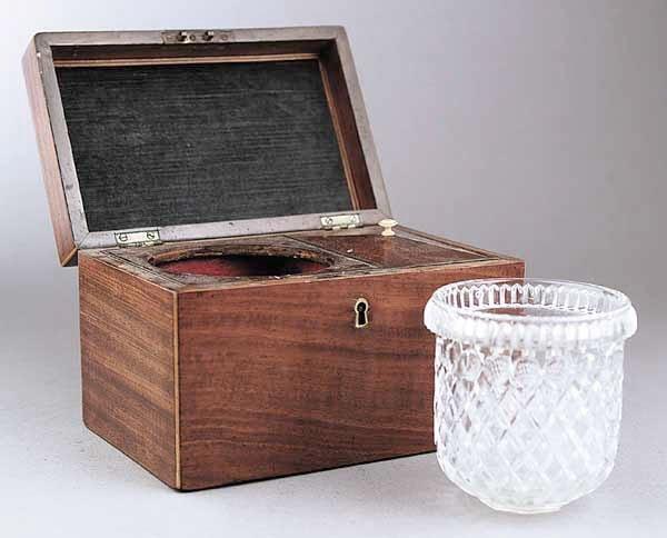 0746: A George III Mahogany Tea Caddy