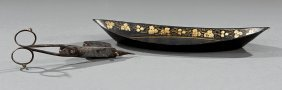 Gilt-decorated Tôle Peinte Snuffer Tray