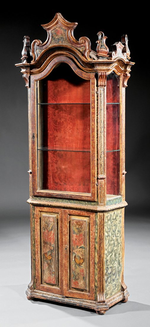 Venetian Rococo Painted and Parcel Gilt Vitrine