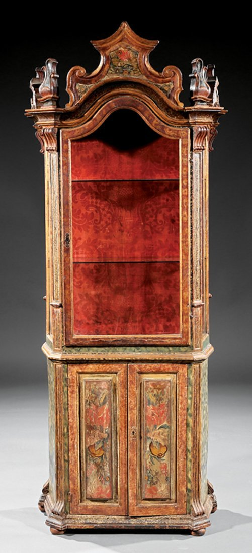 Venetian Rococo Painted and Parcel Gilt Vitrine - 2