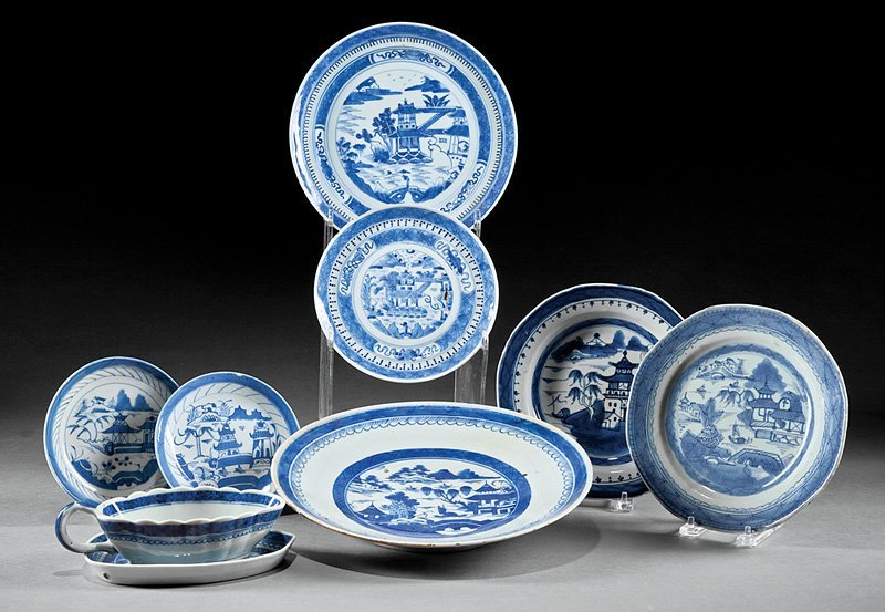 Chinese Export Porcelain Dinner Service
