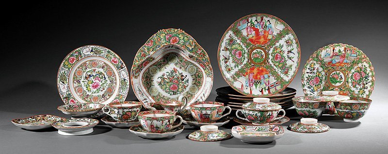 Chinese Export Famille Rose Dinner Service