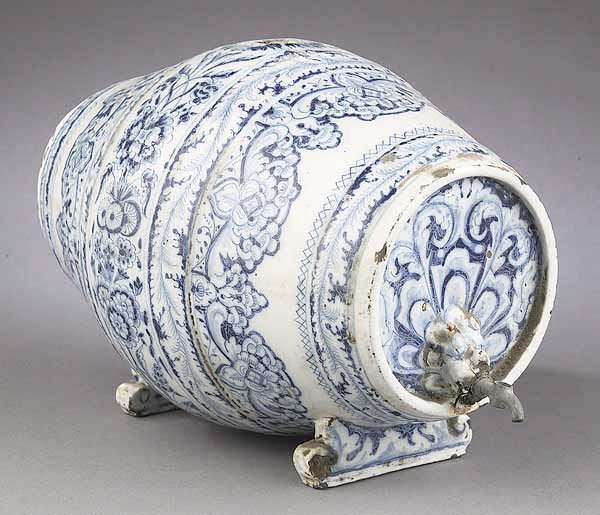 0009: An Italian Blue and White Glazed Potte