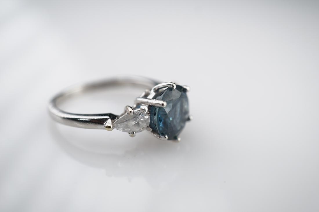 2 CT Cornflower Blue Ring with 1.50 CTTW of Diamonds sz - 3