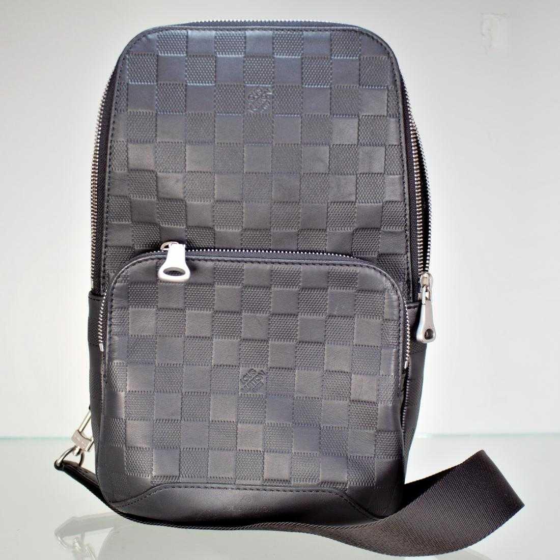 6e32228f5d84 Louis Vuitton AVENUE SLING BAG