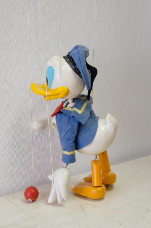 Balancing Donald Duck & Pelham Puppets Marionette
