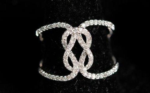 10k WG .25 CTW White Diamond Ring sz 7.5