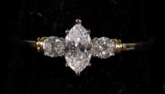 14k YG White Diamond Ring sz 7