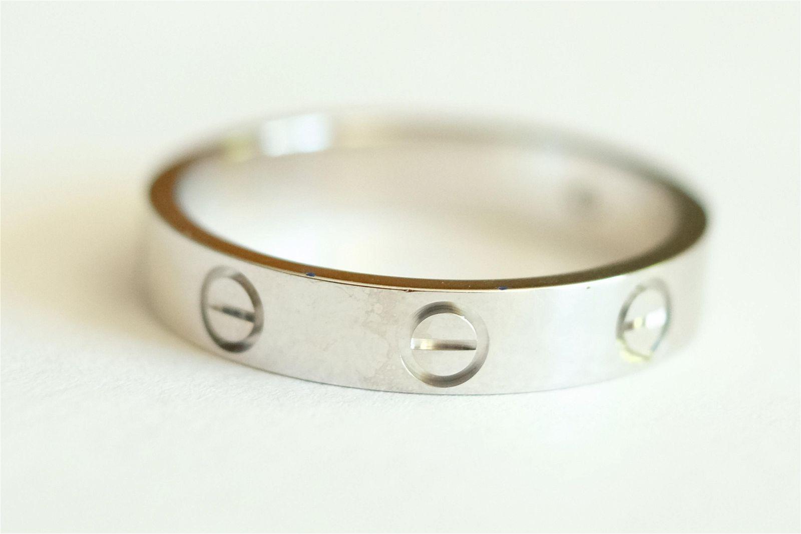 18K WG Diamond LOVE Ring Band Size 8