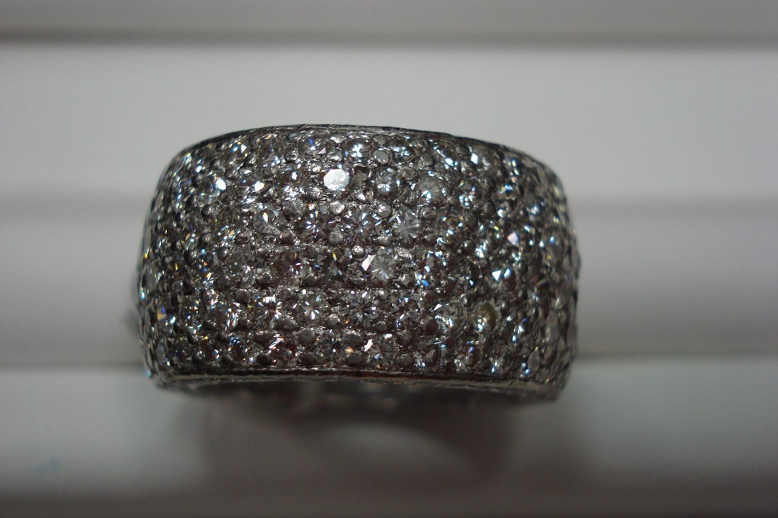 Platinum and diamond ring with 6 carats of VS2 F-G