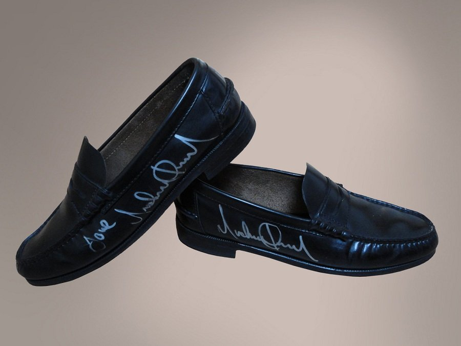 MICHAEL JACKSON BILLIE JEAN STAGE USED SIGNED SHOES - 2