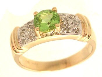 3305: 14KY .71ct Peridot Round .07ctw Diamond Pave Ring