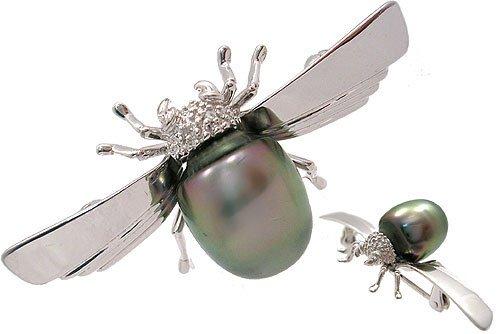 3019: WG 10.5 Tahitian pearl dia junebug brooch