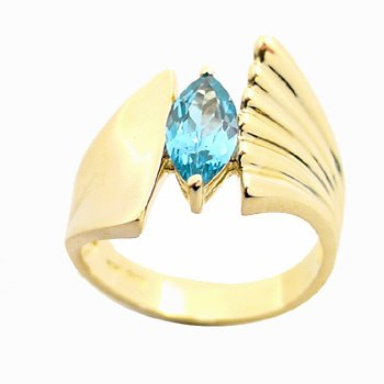 3026: YG 1.14Ct Blue Topaz ring