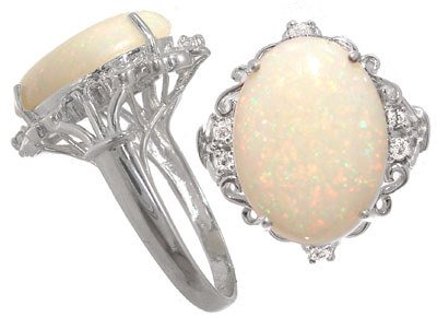 4021: 14KW 5.11ct Austalian Opal .10dia ring