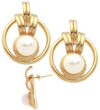 208: 14YG 7mm white pearl ribbed flat hoop earring