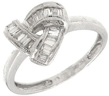 2250: 14KW Diamond Bagg Pyramid Ring: 653478