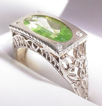 3563: 14KW 3ct Oval Peridot/Dia Filigree Ring