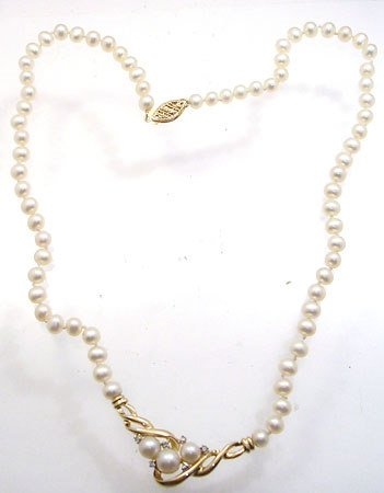 257: 10KY 5mm White Pearl Diamond Necklace