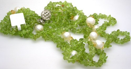 5381: Necklace Peridot 3 Strands Chips w/ FW White Pear