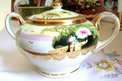 5022: IMPERIAL NIPPON SUGAR BOWL W/GOLD ACCENT